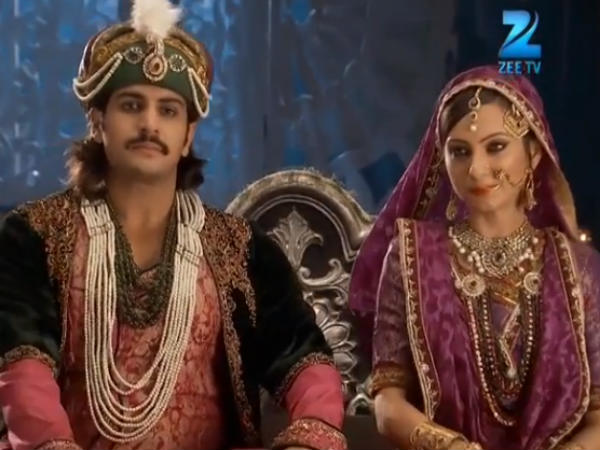 Jalal Sits With Rukhaiya