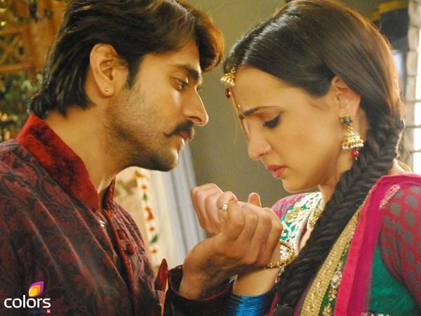 Rangrasiya 2nd April Written Episode | Paro Proposes Rudra To Marry