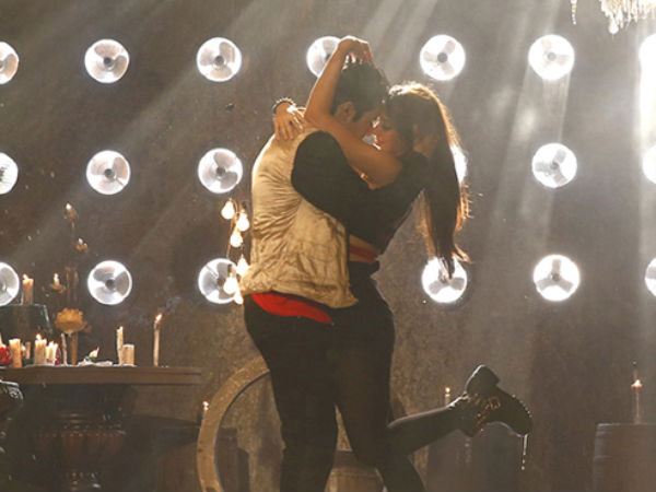 Photo: Ileana Gets Intimate With Varun Dhawan