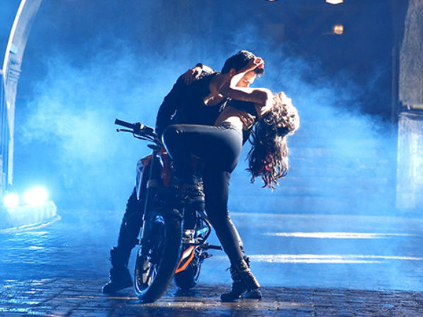 Photo: Varun Dhawan Romance Ileana