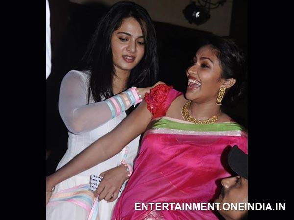 Photo: Anushka's Light Moment With Amala At Saivam Music Release