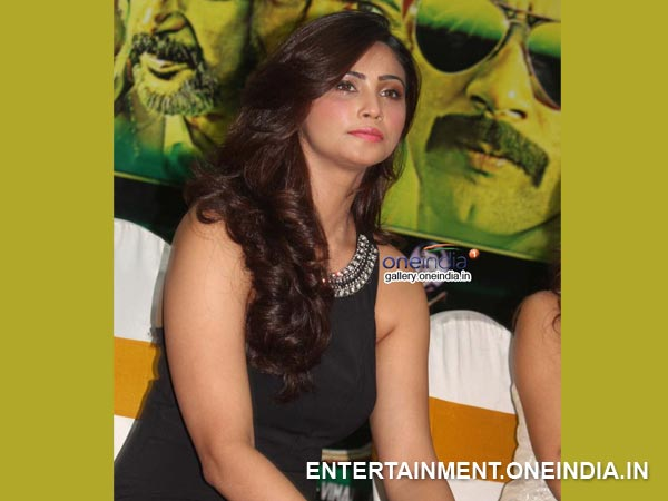 Daisy Shah Impressed The Crowd With Sexy Avatar