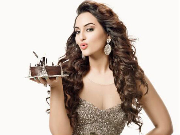 Sonakshi Confirms Working With Rajinikanth