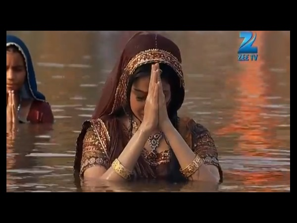 Jodha Too In The River