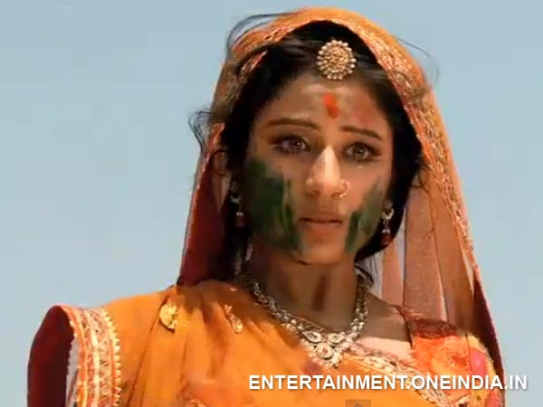 Jodha Looks Shocked And Stunned