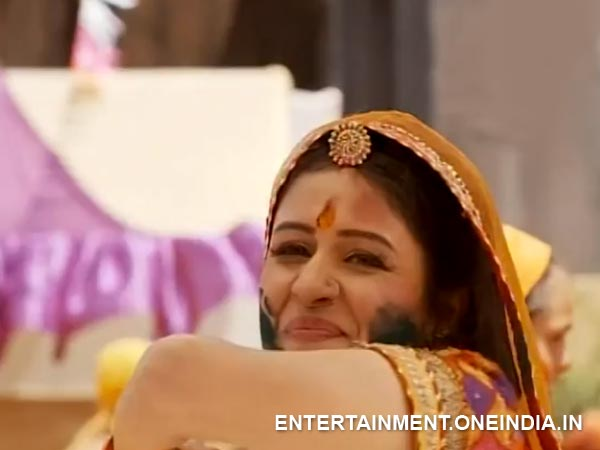 Jodha Playing Holi