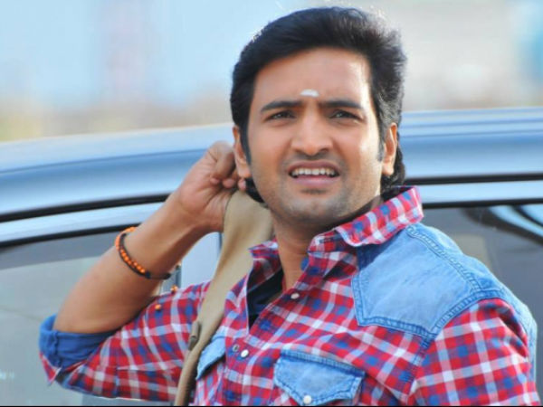 Santhanam's Mom Unhappy To See Him As Hero!