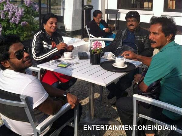 Jaggesh With His Family In Netherlands