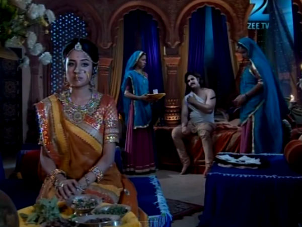 Jodha Attends To Jalal