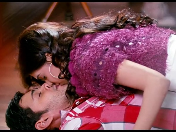 Photo: Samantha's Lip-Lock With Mahesh Babu