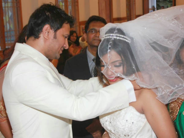 Raja Abel Putting Necklace In Amritha's Neck