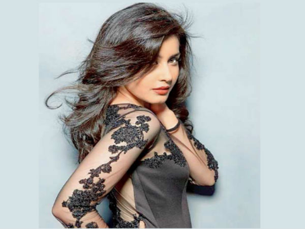 Madras Cafe Girl Entering Tollywood With OGG