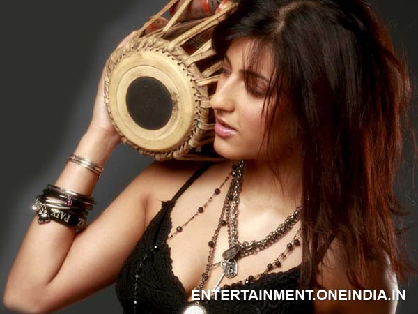 Shruti Hassan At Unnaipol Oruvan Shoot