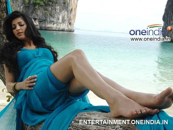 Shruti Hassan's Hot Pose In AOD