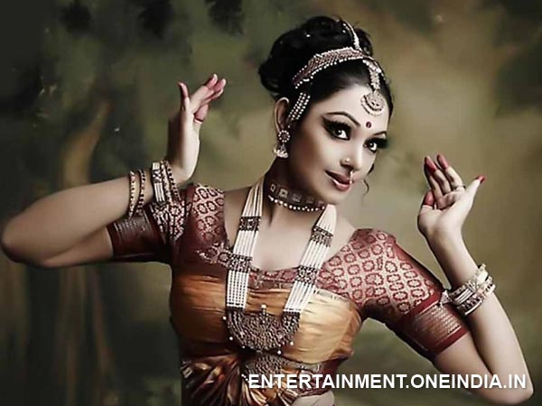 Shobana, Manju Warrier, Kavya Madhavan, Mollywood Dancers