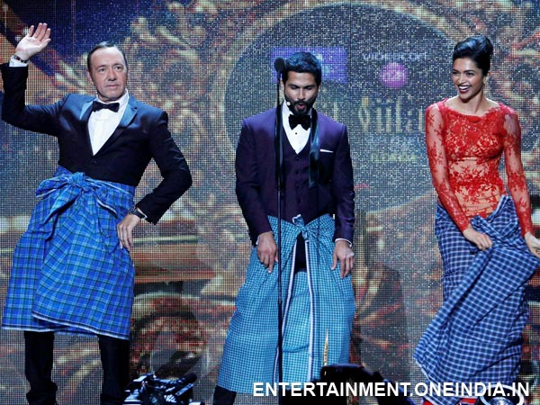 Deepika Padukone and Kevin Spacey lungi dance
