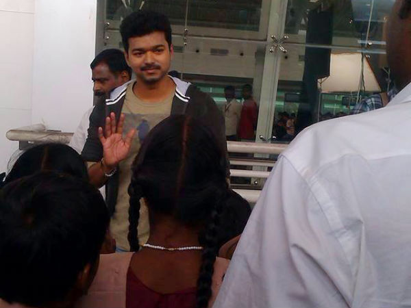 Why Vijay's Kaththi First Look Release Delayed?