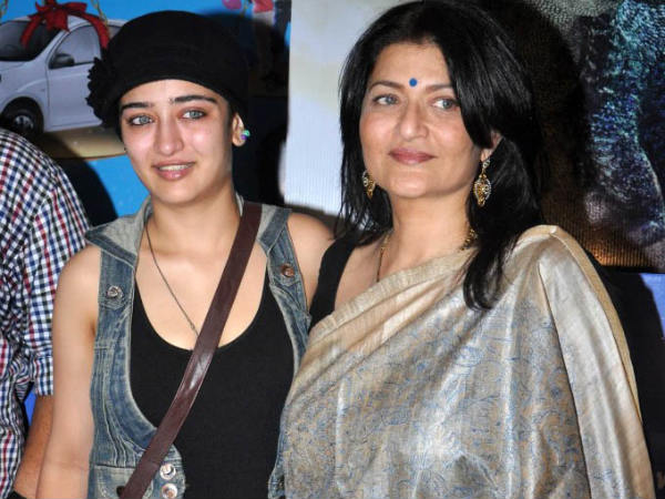 Akshara Hassan With Her Mom Sarika