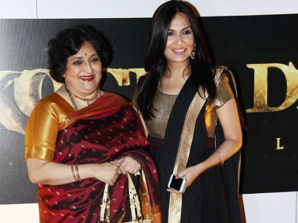 Soundarya Ashwin With Latha Rajinikanth