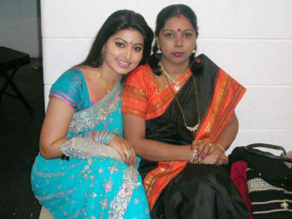 Sneha With Her Mom Padmavathi