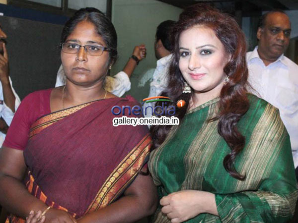 Pooja Gandhi To Play Muthulakshmi