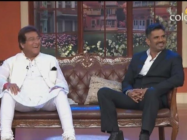 Vinod Khanna And Suniel Shetty Enjoying The Show