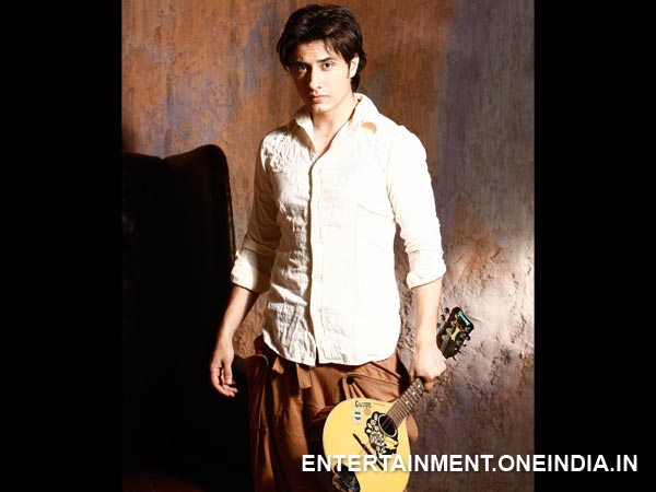 Ali Zafar: Singer, painting and poetry