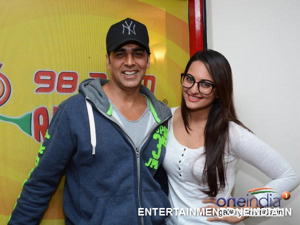 Khiladi Akshay Kumar Talks About Holiday n More...