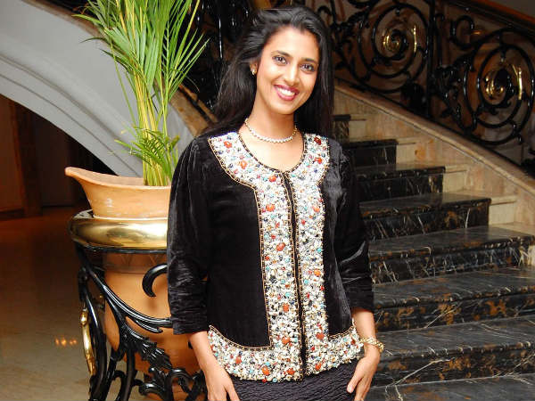 Kasthuri Turns Amala Paul's Mom