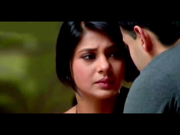 Kumud Worried About Accident At School