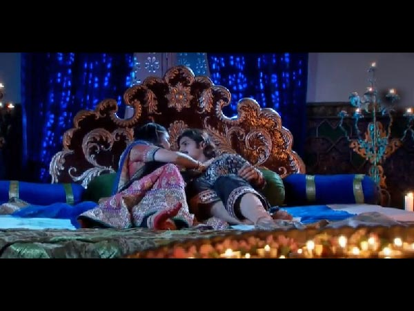 Jalal And Jodha Make Love