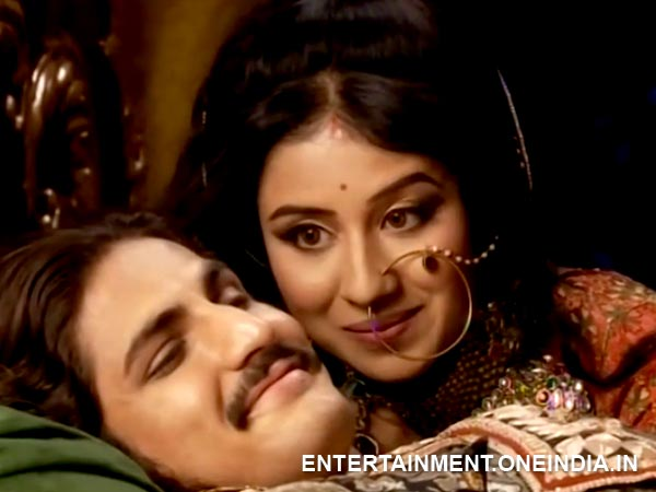Jodha Called By Rukhaiya