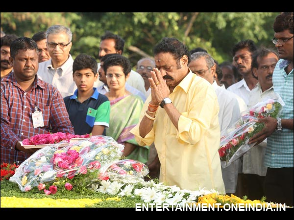 Harikrishna Offering Prayers To Late NT Rama Rao