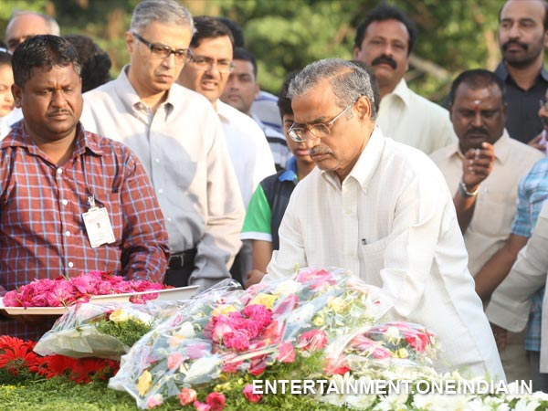 Mohanakrishna Offering Flowers To Late NT Rama Rao