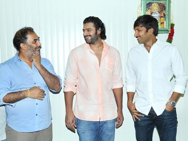 Prabhas Bonding With Unit Members