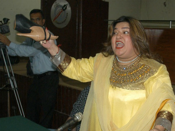 dolly bindra 30 may 2014 fight with neighbour