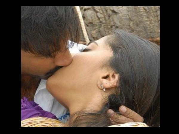 Gopichand-Anushka's Lip Lock