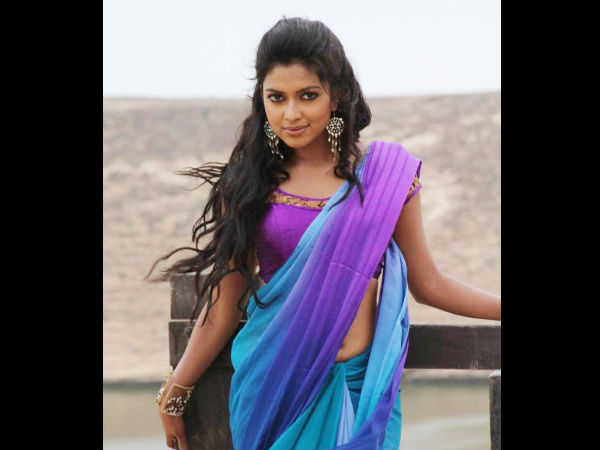 Amala Paul Sports Blue And Purple Chiffon Saree