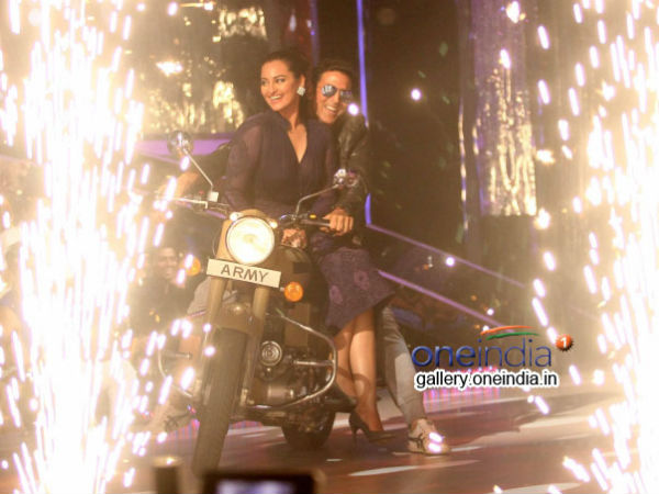 Akshay And Sonakshi Entrance