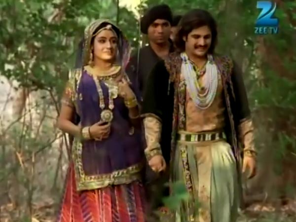Jodha And Jalal Get Attacked
