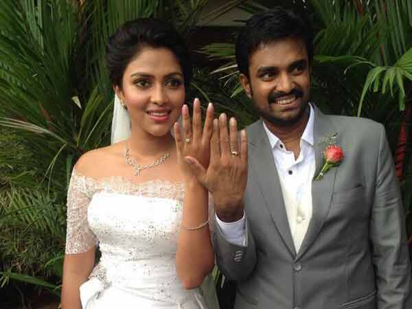 Amala-Vijay Exchanged Rings In Church