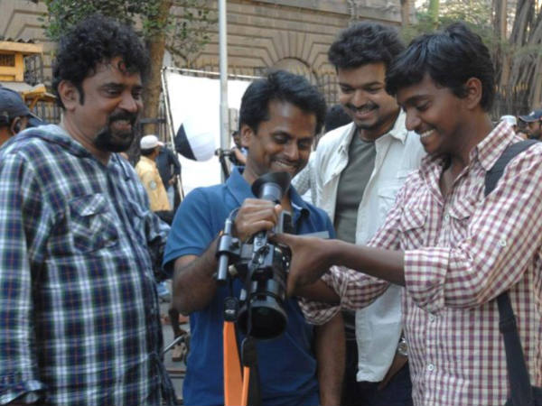 AR Murugadoss Returns To Kaththi Sets Post Holiday