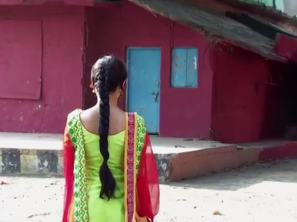 Sanam Finds Red Wall!