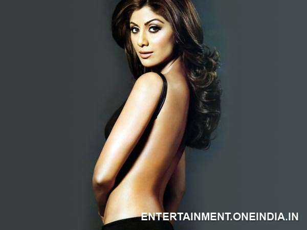 Shilpa Shetty Shows Off Her Back