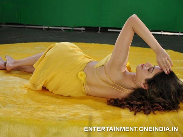 Tamanna Displays Her Back In Ad