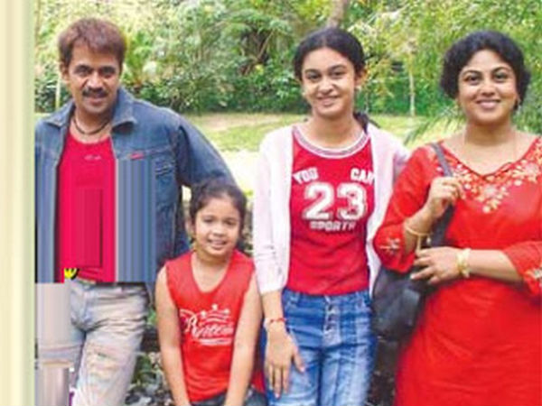 Arjun Sarja With His Family