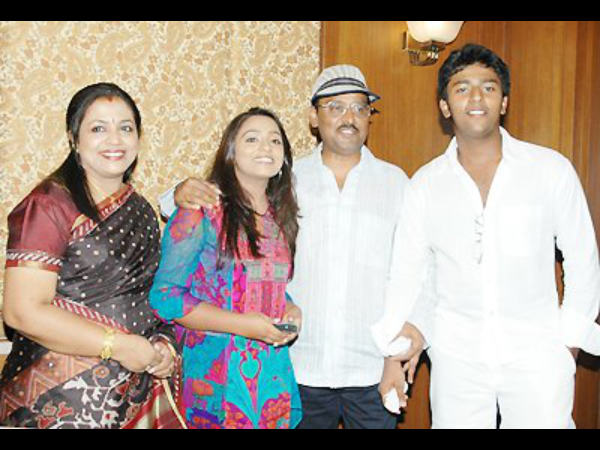 K Bhagyaraj With Family
