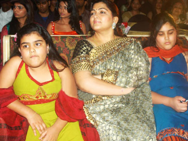 Khushboo With Her Daughters