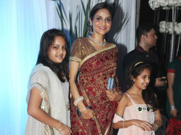 Madhoo With Her Daughters