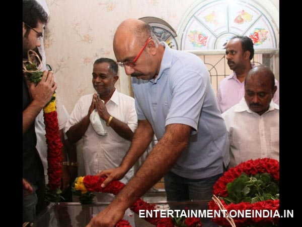 Sathyaraj Pays His Last Respects